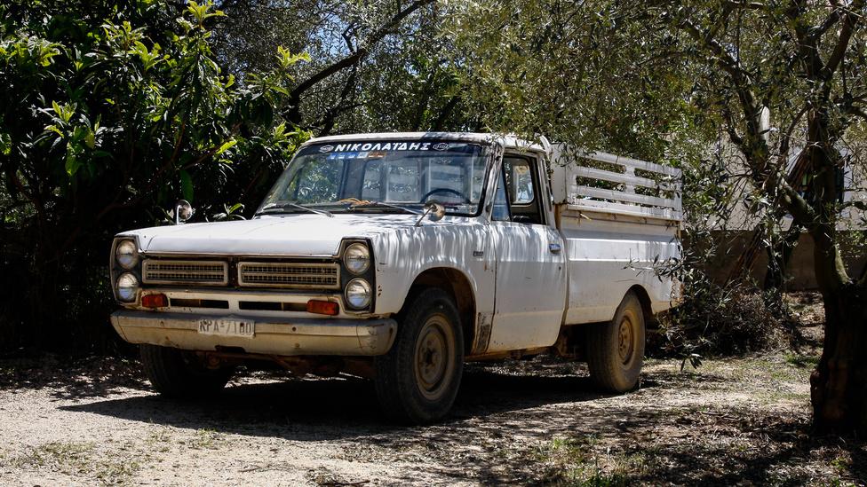 Ezt a fura szerzetet úgy hívták: Nissan Junior. Azért is érdekes, mert a utóneve ellenére nem ez volt a kicsi pickup a márkánál, ráadásul, amelyik az volt, azt a Nissanok rendes export nevén, Datsun 1600 Pick-upként forgalmazták. Állítólag a hetvenes években Európában szinte ismeretlen Nissan-név volt ennél az állólámpás kisteherautónál a viszonylagos sikertelenség oka