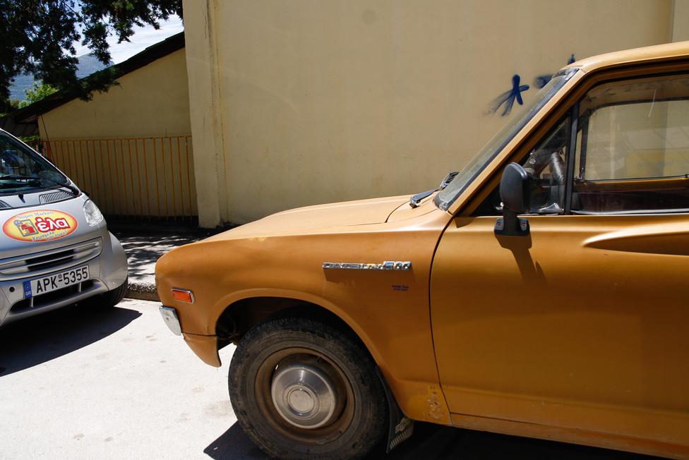 A Datsun 1600 a pickupok között elsőként kapott tárcsaféket előre, a Nissan-kisteherkocsik között ezt szerelték elsőként King Cab felépítménnyel és emissziócsökkentő NAPS berendezéssel is. Nem véletlen, hogy az USA-ban a nagyobb pickupokkal is állta a versenyt, mind eladásokban, mind tartósságban, mind hasznosságban