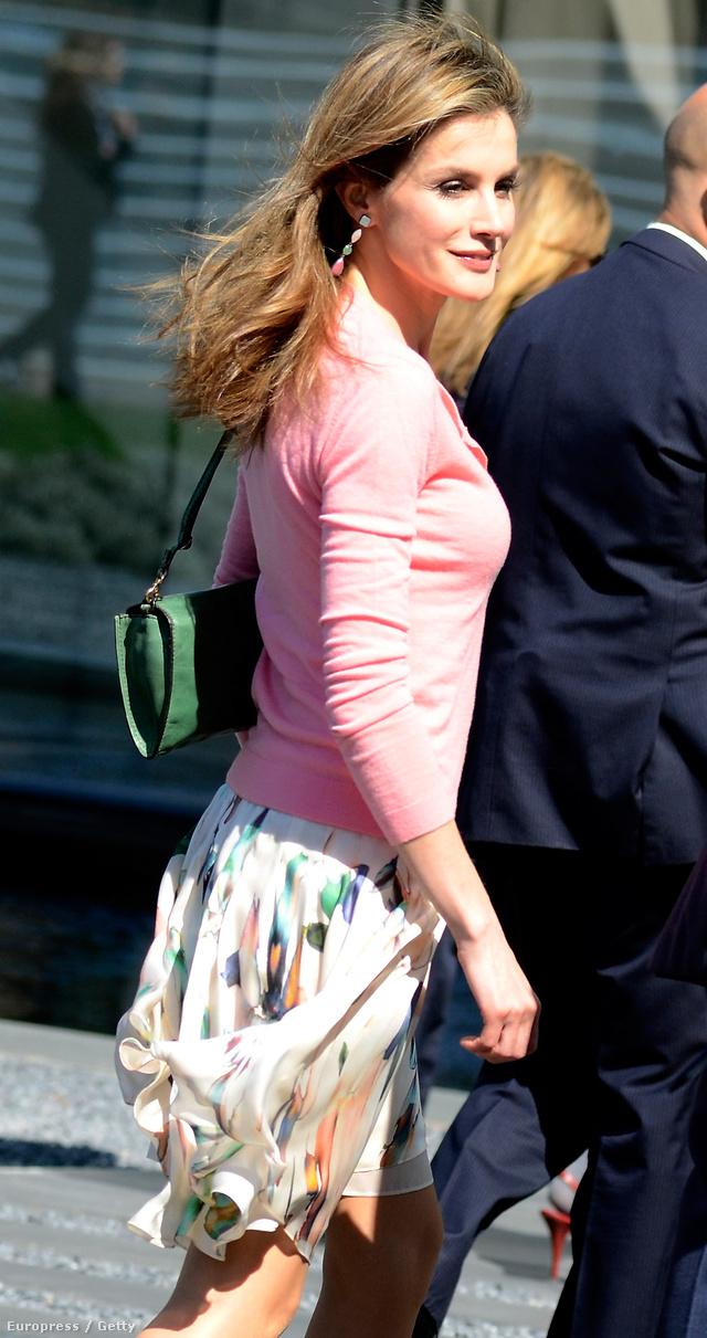 Nem mondanák meg róla, hogy 41 éves és hercegné, rövid szoknya, rózsaszín felső idén áprilisból