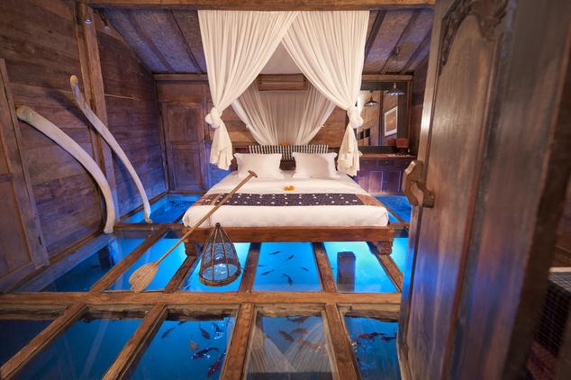 Az üvegfenekű szoba