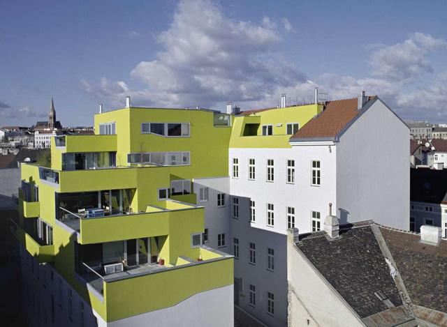 Alig pár száz kilométerre Budapesttől, Bécsben 2004-ben fejeződött be a Sperr17 néven futó revitalizáció, amiért a kerület 2006-ban elnyerte a Vienna Urban Renewal díjat is.