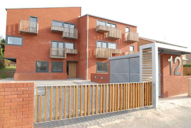 Az átmeneti lakóparkot Hampson Williams tervezte 2007-ben a Brick by Brick LHAG megbízásából, akinek igénye az volt,hogy az átlagos szociális lakásoktól eltérően magasabb szintű legyen a ház tervezése és kivitelezése.