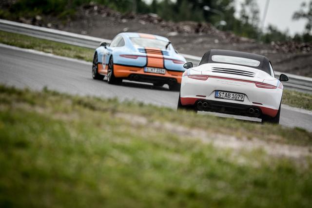 Elvileg ugyanolyan időkre képes a Cabriolet, mint a Carrera 4S. Legalábbis a mi szintünkön