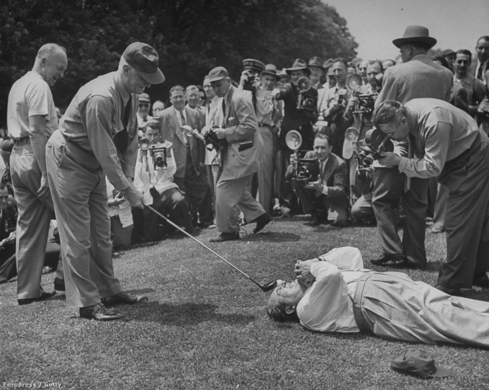 A Washington Post golfversenyén egy bohóc orráról ütik el a labdát. A fotósok által ellepett eseményen Dwight D. Eisenhower, az Amerikai Egyesült Államok tábornoka és harmincnegyedik elnöke is részt vett.