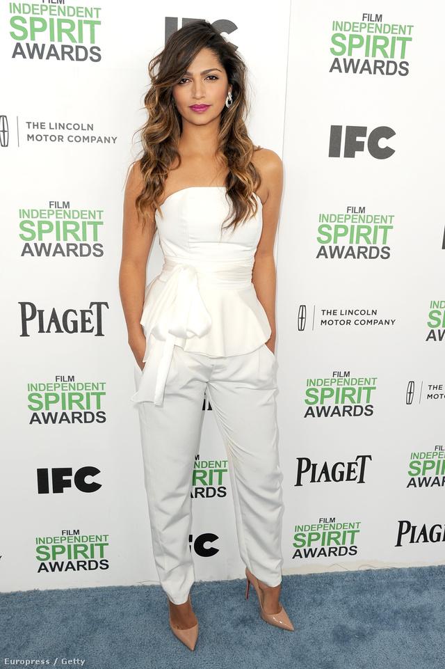 A felsoroltak közül talán a brazil modellt és tervezőt,Camila Alvest irigyeljük a legjobban, aki a friss Oscar-díjas Matthew McConaughey felesége és három gyermekének anyja.