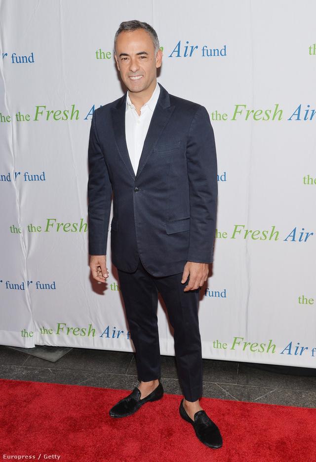 Francisco Costa jelenleg a Calvin Klein női vonalának kreatív igazgatója, akit 2006-ban és 2008-ban is CFDA díjjal ( Amerikai Divattanács) jutalmaztak, de bezsebelhette a Cooper-Hewitt National Fashion Design díjat is 2009-ben.