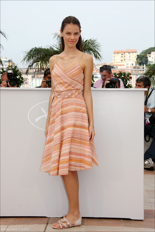 Laura Neiva a 2009-es Cannes-i Filmfesztiválon hívta fel magára a figyelmet az Adrift című filmmel, melyben együtt szerepelt Vincent Cassellel és Déborah Blochhal.