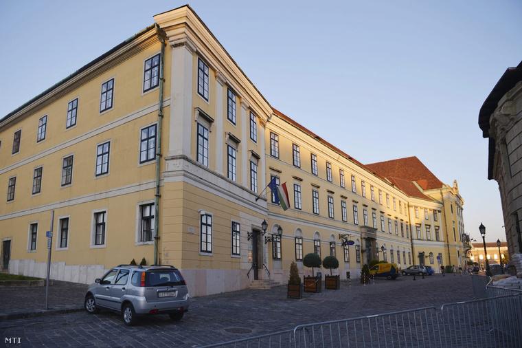 Az egykori karmelita kolostor épülete a budai Várban 2014. június 6-án.