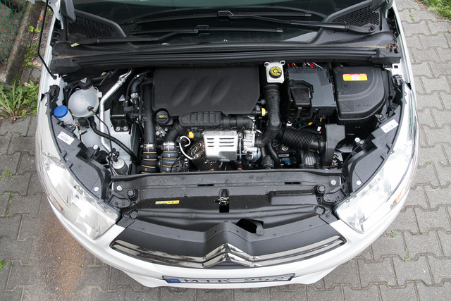 Az az apró izé ott középen a motor
