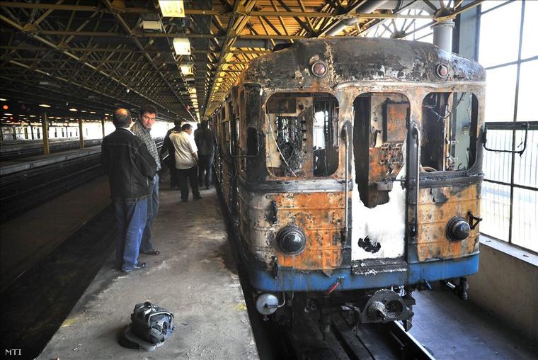 Kiégett metrókocsi az M3 vonalán