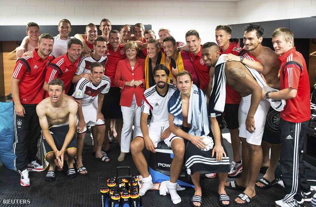 Angel Merkel a német öltözőben