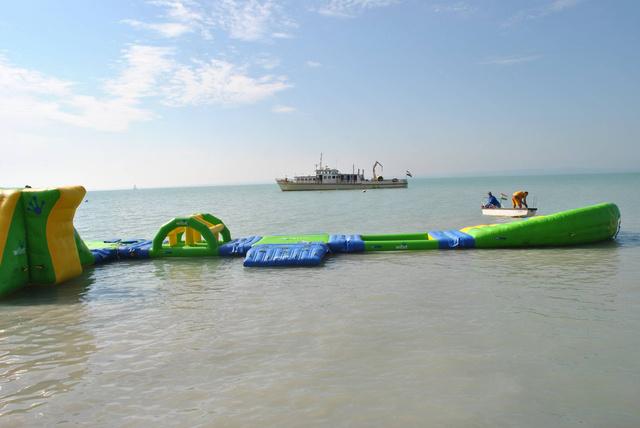 Vízi kalandpark a Balatonon