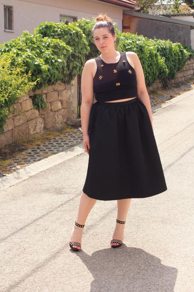Zsófi, a style-by-sophie bloggere a legjobb példa arra, hogy 40-es méret fölött sem kell lemondani a divatos dolgokról és nem is kell vagyonokat elverni. Minden ruhája H&M.