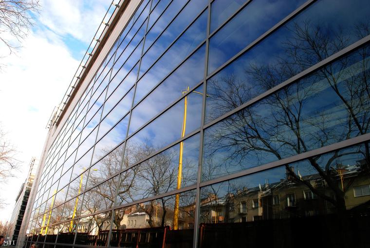 Szerkezetkész állapotban a Sportkórház épülete az Alkotás úton,2010. december 8.