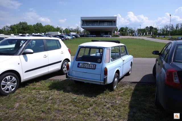 Igazi matchboxnak látszik a Driving Camp előtt