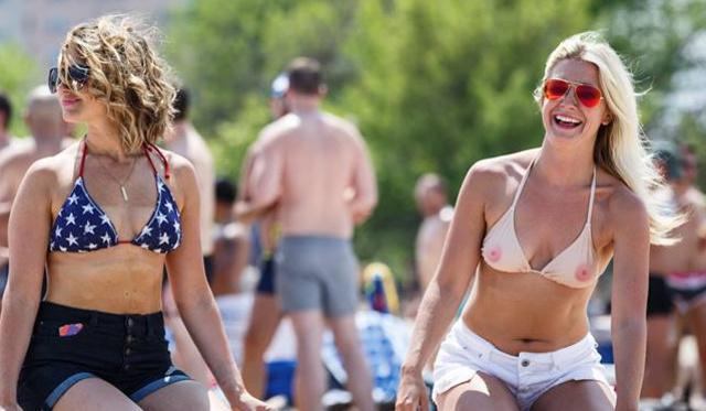 Mellbimbós bikinifelső: menő vagy ciki?