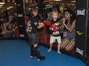 Megszüntették a gyerekeknek ketrecharcos versenyt szervező szövetséget