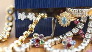 Vagyonokat ér a brit nők ékszergyűjteménye