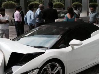 Luxuskocsit tört az inas Indiában