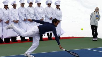 Gleccseren ütögetett Federer Lindsey Vonnal