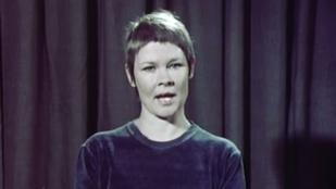 Hallotta már Judy Denchet Radnótit szavalni?