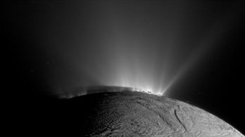 101 gejzír tör föl az Enceladus mélyéről