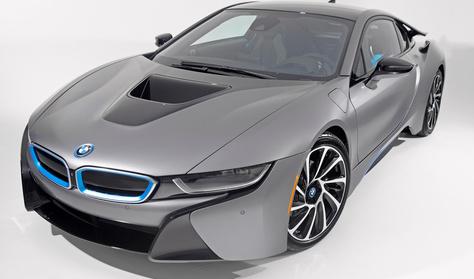 Nem győzik gyártani a BMW i8-ast