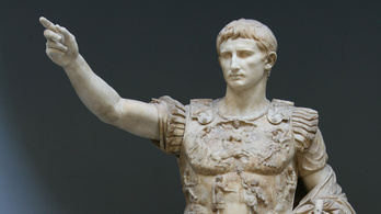 Kétezer éve halt meg Augustus