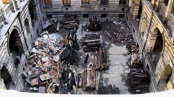 Ez a lakás a tűz óta csak tovább rohadt