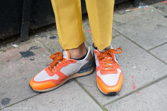 A Valentino így képzeli el a dizájner tornacipőt.
