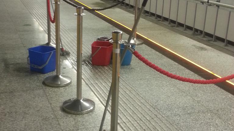 Nem tudják, miért ázik be a 4-es metró
