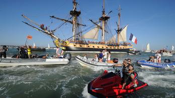 Újra úszik Lafayette márki fregattja