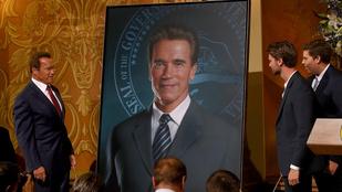 Schwarzenegger melle saját magától dagad