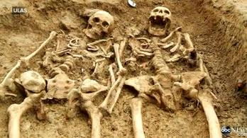 700 éve szorítják egymás kezét