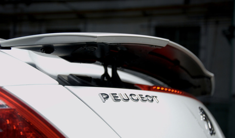 Jönnek a sportos Peugeot-k
