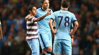Lamparddal szelfizett a pályán