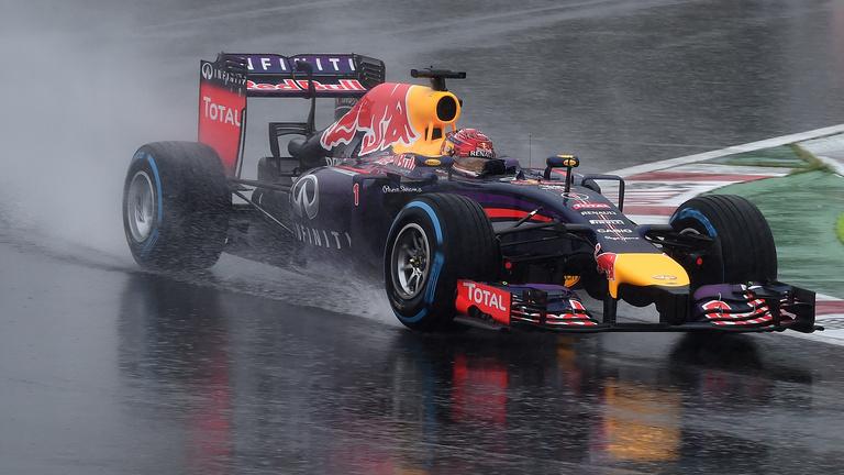 Vettel és Hamilton is panaszkodik az esőgumikra