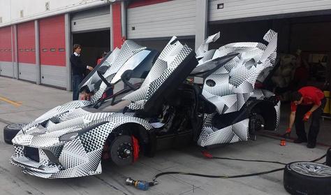 Újabb kémfotókon az ezerlovas Ferrari