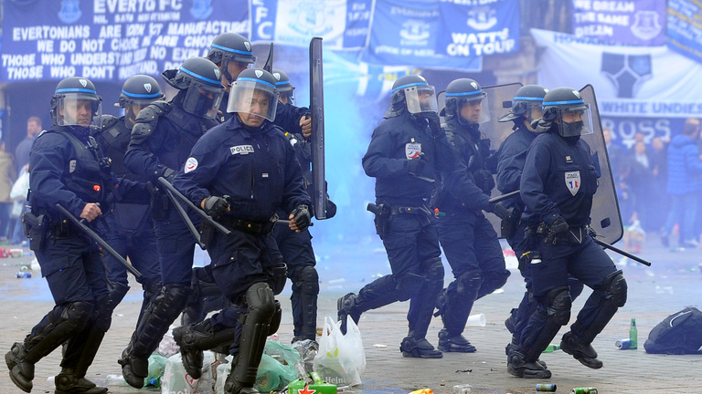 Lille-ben a francia rendőrök verték azt Evertont