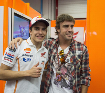 Alonso elviszi Marc Marquez motorját?