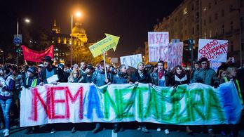 A legrangosabb civil díjat nyerte a netadó elleni tüntetés