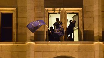 Mai találós kérdésünk: meddig marad kint az EU-zászló a Parlamenten?