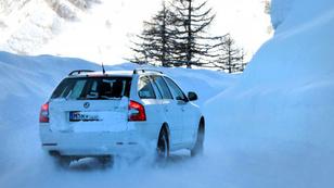 Tucatnyi ok, hogy kilátogass a a Continental téli vezetési napjára (X)