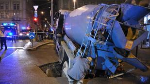Látott már betonba szakadt teherautót a Podmaniczkyn?