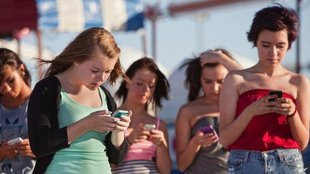 Miért Kényelmetlen Ma Személyesen Kommunikálni? Mit Tehetünk Ellene?