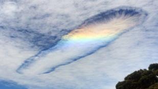 Napi ámulat: csodafelhő szivárvánnyal