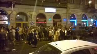 Brutális tömeg bulizott péntek éjszaka a belvárosban