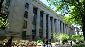 Kamerákkal figyelték a lógást a Harvardon