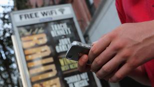 Ingyen WiFit kap az utcára az UPC-től, akár még külföldön is