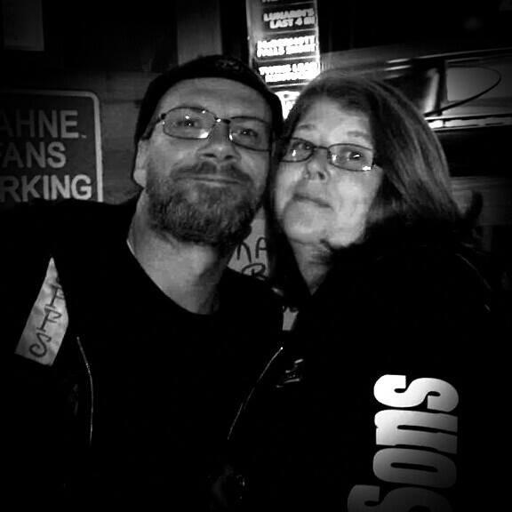 Adam Marx és új felesége, Marcie Marx nyilvános profilképén